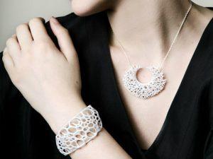 A 3D printed pendant and bangle
